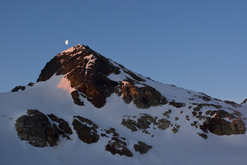 Moon And Alpenglow On Peak 7505